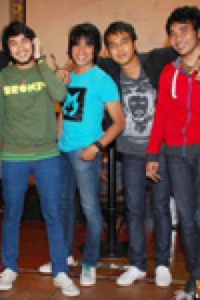الأغاني الإندونيسية المحبوبة من الفرقة الموسيقية ليلا