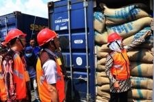 محافظ جاوة الشرقية يعطي انطلاقه  تصدير المنتجات الزراعية