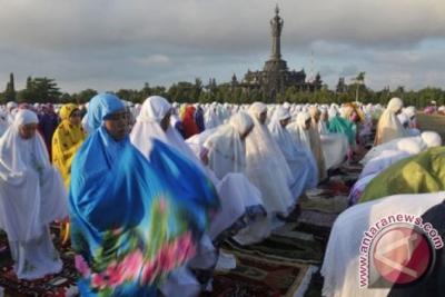 """La tradition de """"Ngejot"""" à Bali"""