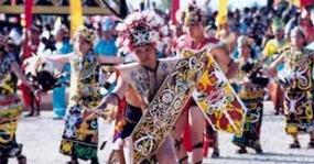 Der  Tanz  Monong  aus  Westkalimantan
