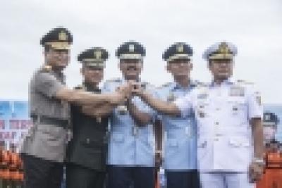 Das TNI-AU Ausrüstungssystem   ist  mit dem Bedarf noch nicht übereinstimmt  .