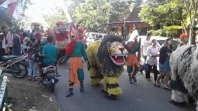 バンユワンギの災害を拒否する伝統であるBarong Ider Bumi
