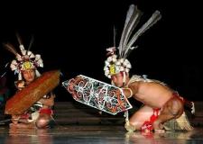 西カリマンタン州のMONONGダンス