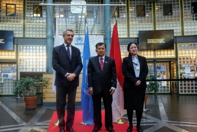 VP Kalla Discusses Handling Refugees with UNHCR