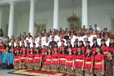 Jokowi Likens National Life to Harmonious Choir
