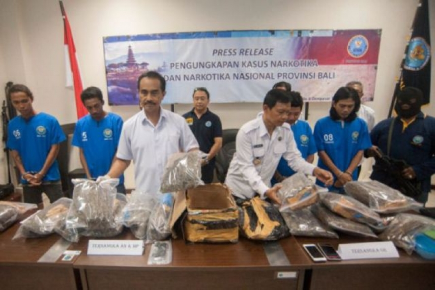 Head of National Narcotics Agency for Bali (BNNP) , Brig. Gen Putu Gede Suastawa (left) explains chronology of hashish smuggling and the confiscation of 12 kg dried hashish in Bali