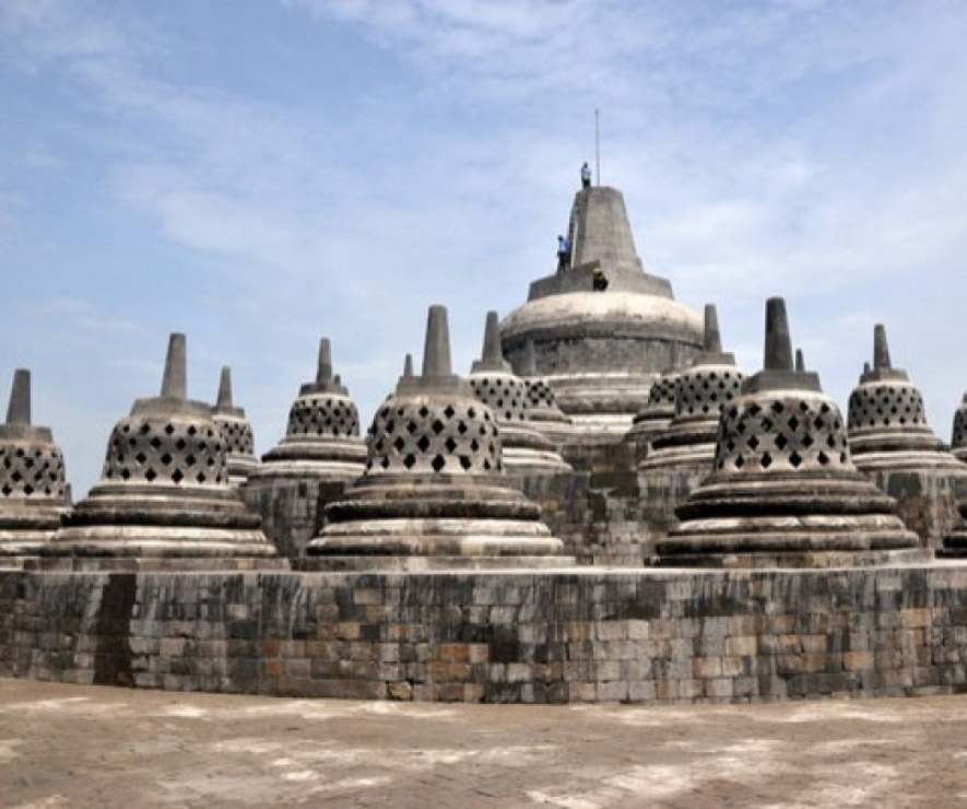 Education and Culture Minister Targets the Chattra Will Return to Borobudur Temple before Waisak Celebration
