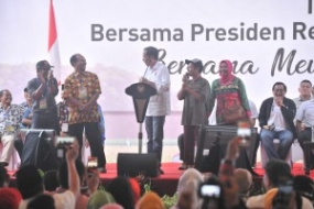President Joko Widodo when meeting with farmers in Lampung 24/11/2018