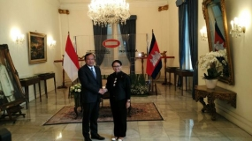 Indonesian Minister of Foreign Affairs Retno L.P Marsudi and Cambodian Minister of Foreign Affairs and Cooperation Prak Sokhoon
